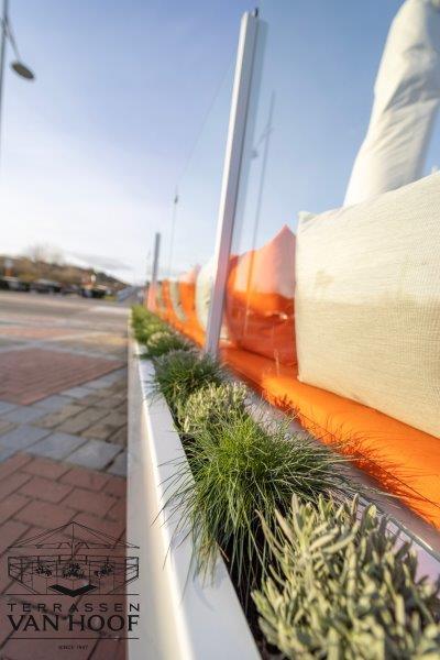 niels.vanderschueren@terrassen-vanhoof.be
